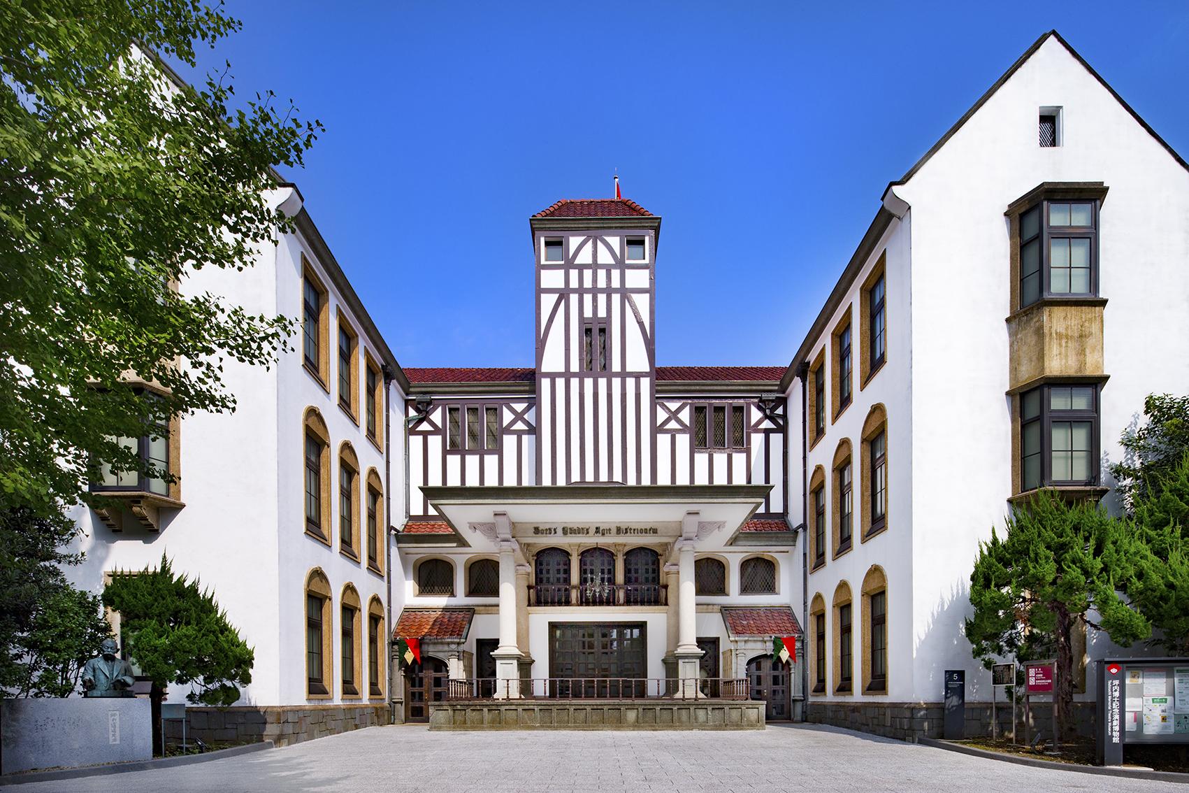 早稲田大学坪内博士記念演劇博物館 – 通称「エンパク」